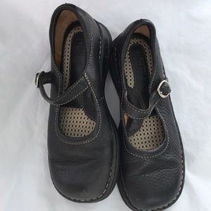 Born youth girls comfort black buckle shoes size 2
